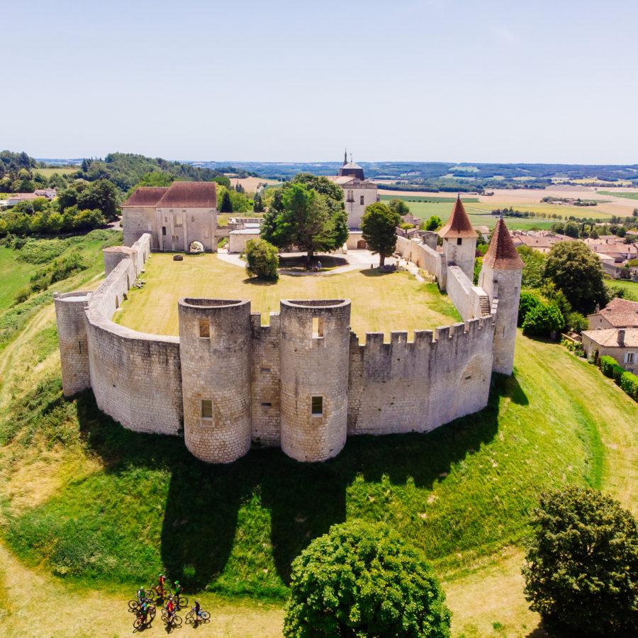 Vue aérienne du château de Villebois Lavalette